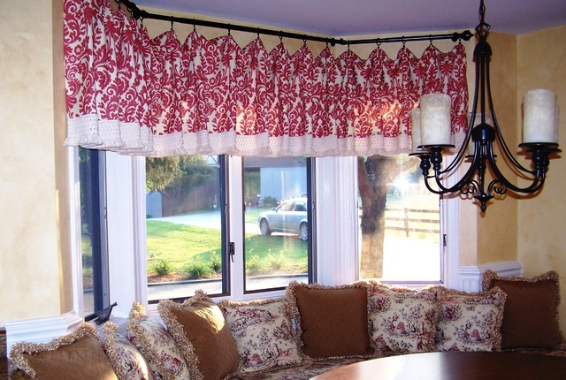 Bay window valance farmhouse kitchen cincinnati by for Cincinnati window design