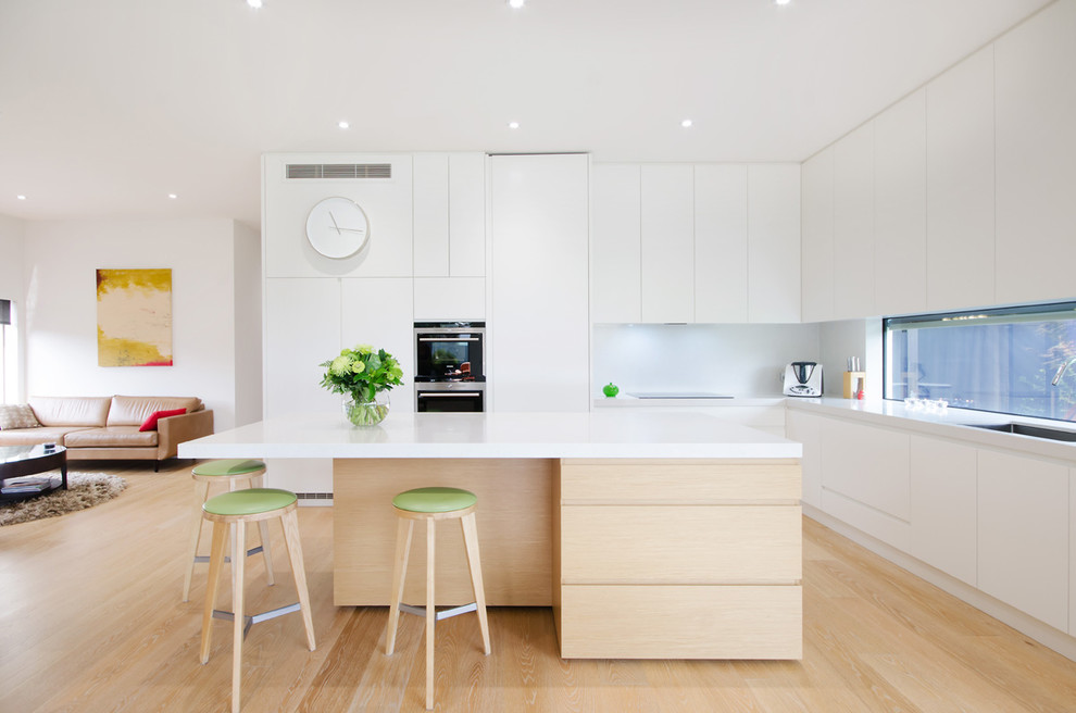 Inspiration for a modern l-shaped kitchen remodel in Melbourne with an island