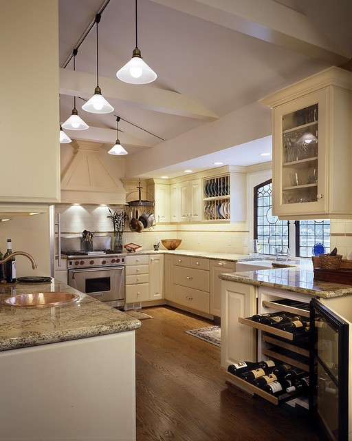 Baywolf Dalton, Inc. traditional-kitchen