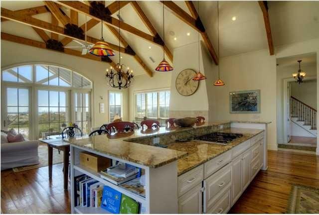 Beach Kitchen traditional-kitchen