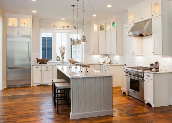 Coastal kitchen photo in Charleston