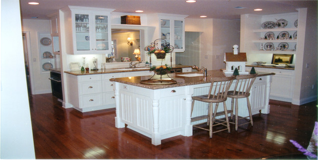 Beadboard nantucket country cottage style kitchen tarzana ca bord de mer cuisine los for Cuisine style bord de mer