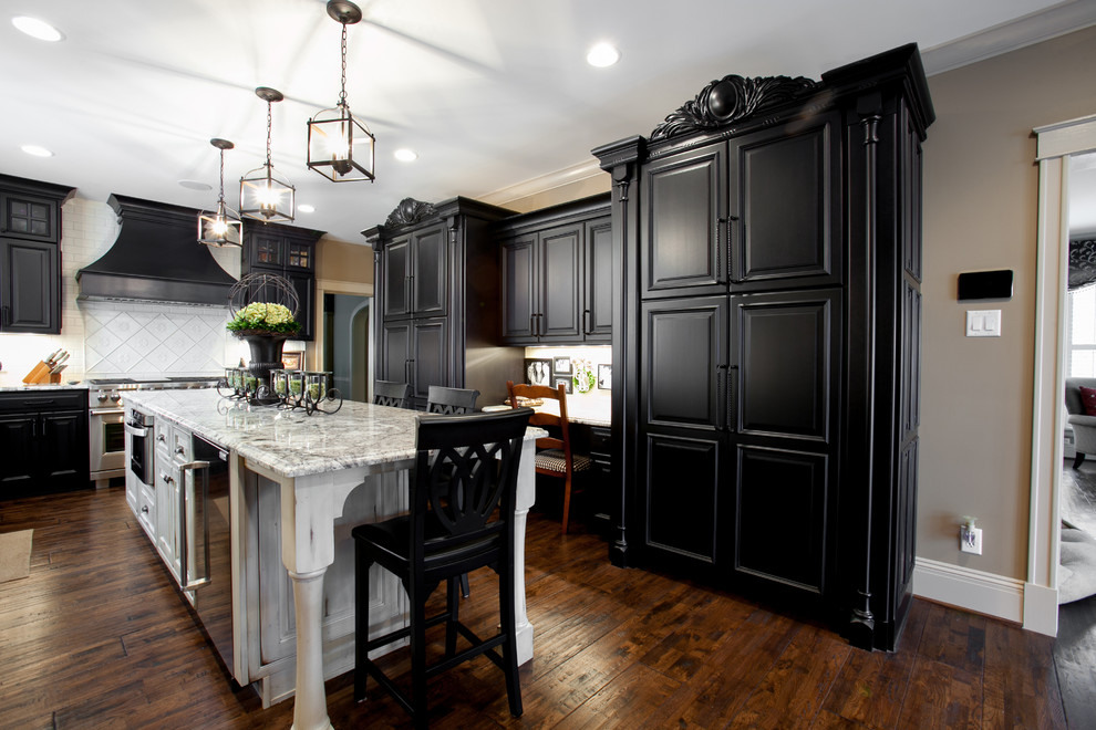 Beautiful Black & White Kitchen - Traditional - Kitchen ...