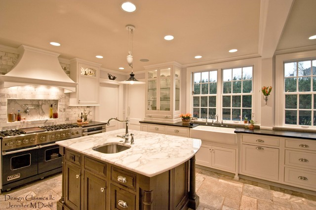 Beautiful dutch colonial remodel ottawa hillls for Beautiful traditional kitchens