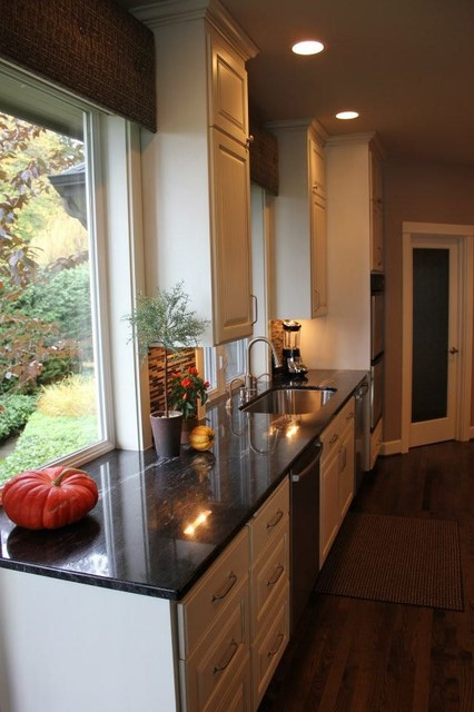 Beautiful Granite & Custom Cabinetry traditional-kitchen