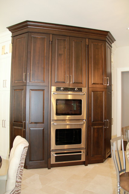 Beautiful high end barrie home traditional kitchen for Kitchen cabinets barrie