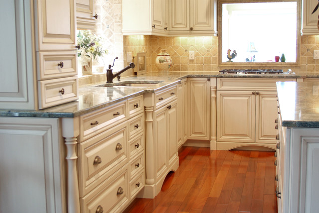 Beautiful kitchen hardware choices classic posts for Traditional kitchen equipments
