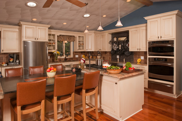 Beautiful kitchen rhode island traditional kitchen for Beautiful traditional kitchens
