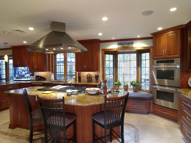 Beautiful Warm Family-Oriented Kitchen traditional-kitchen