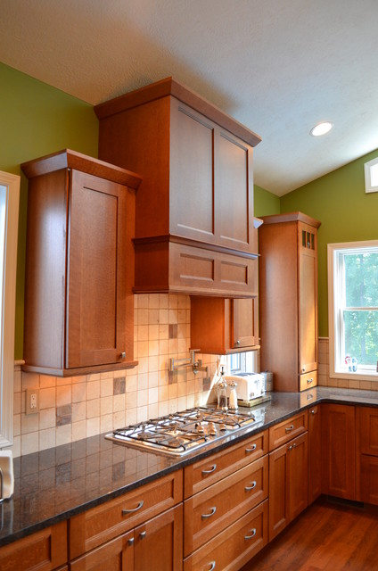 Beauty in Quartersawn oak traditional-kitchen