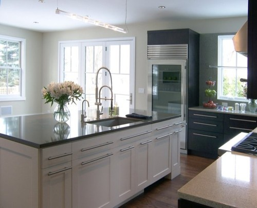 I love the contrast between the white island and the dark cabinets!