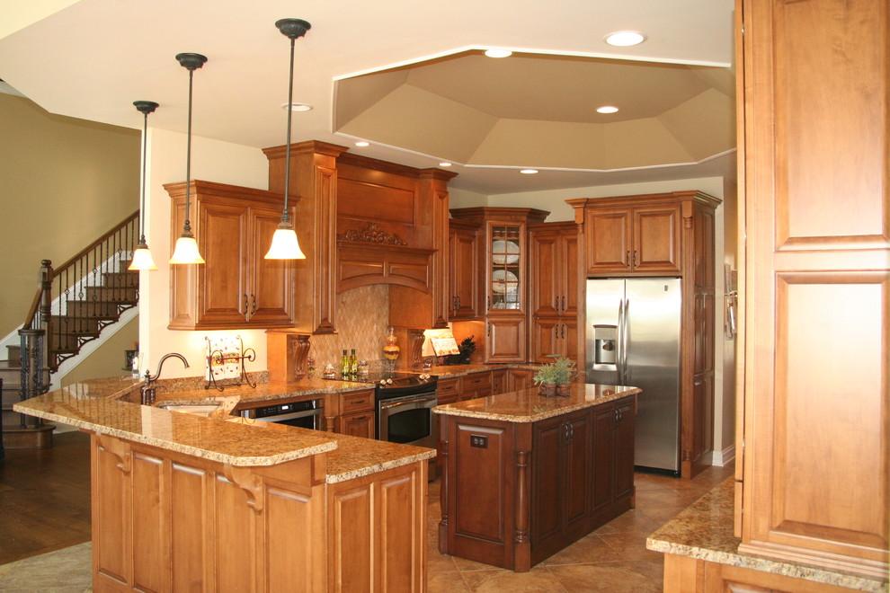 Beckley woods Maple Kitchen - Traditional - Kitchen ...