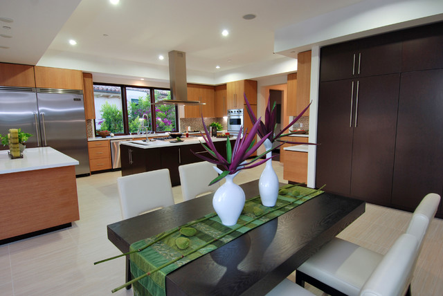 Example of a minimalist kitchen design in Los Angeles