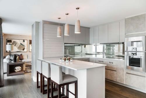 Modern Kitchen design with Mirror Backsplash
