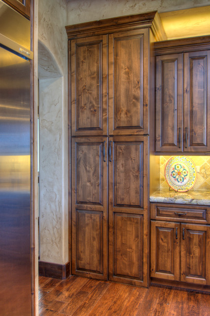 Bella vita custom homes 2015 parade of homes 39 people 39 s for Traditional home kitchens 2015