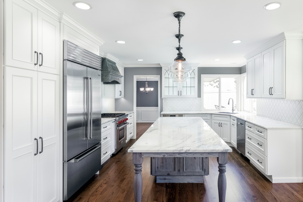 Mid-sized transitional u-shaped dark wood floor and brown floor eat-in kitchen photo in Seattle with an undermount sink, recessed-panel cabinets, white cabinets, quartzite countertops, white backsplash, porcelain backsplash, stainless steel appliances, an island and white countertops