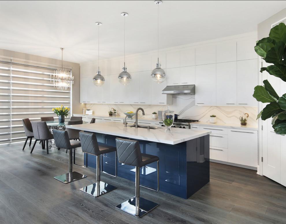 Example of a minimalist kitchen design in Orange County