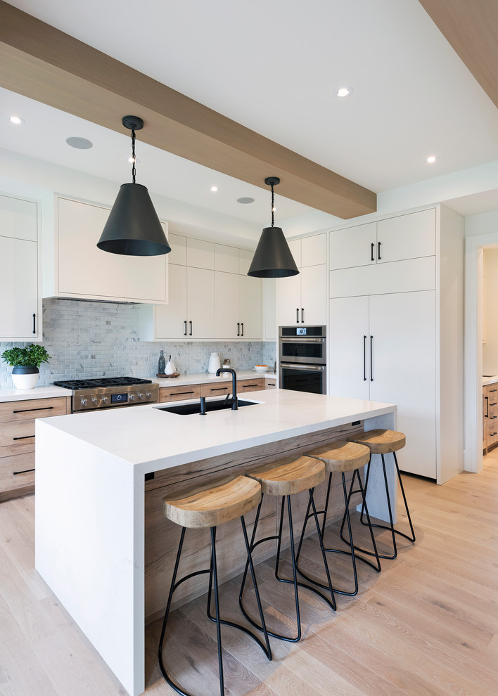 Transitional kitchen photo in Toronto