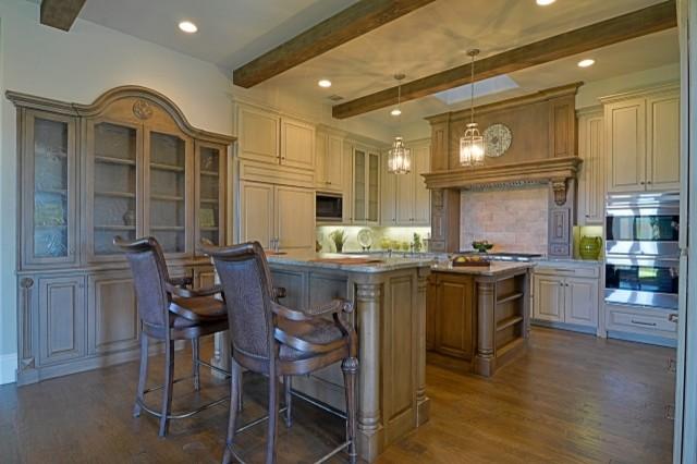Bentley Premier Builder Available Villa traditional-kitchen