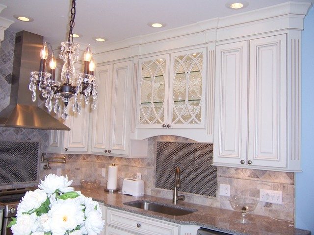 Bertch Custom / Capela Door Style / Birch Wood / Eggshell / Brown Glaze Lt. traditional-kitchen-cabinets