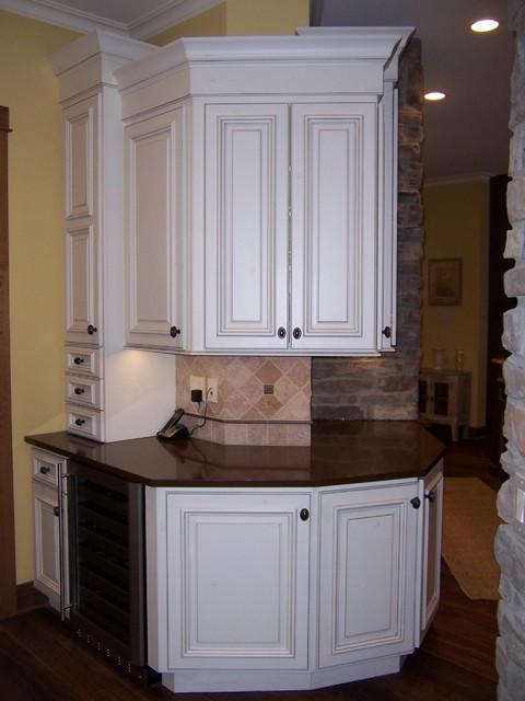 Bertch Custom / Capela Door Style / Birch Wood / Eggshell Finish / Custom Glaze - Traditional ...