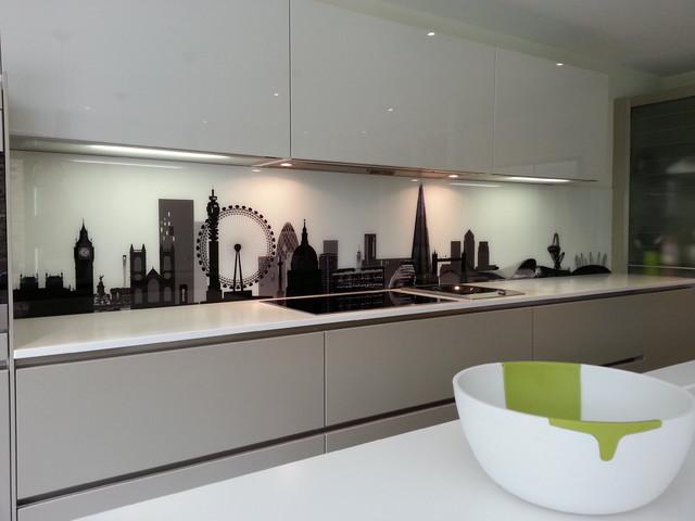 Bespoke london skyline splash back in poggenpohl kitchen 3 moderno cucina londra di - Cucine poggenpohl ...