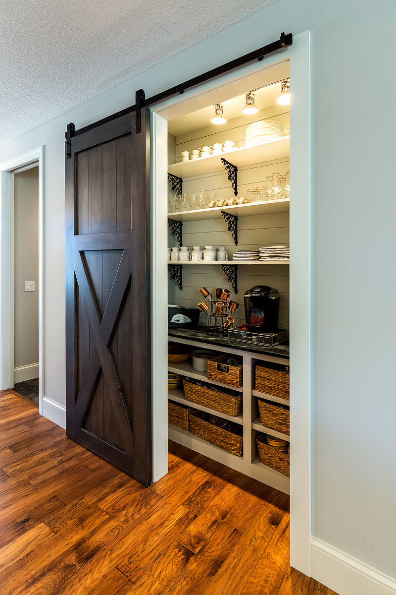 75 Beautiful Small Kitchen Pantry Pictures Ideas December 2020 Houzz