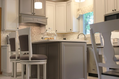 """Gray and white """"greige"""" kitchen pairings"""