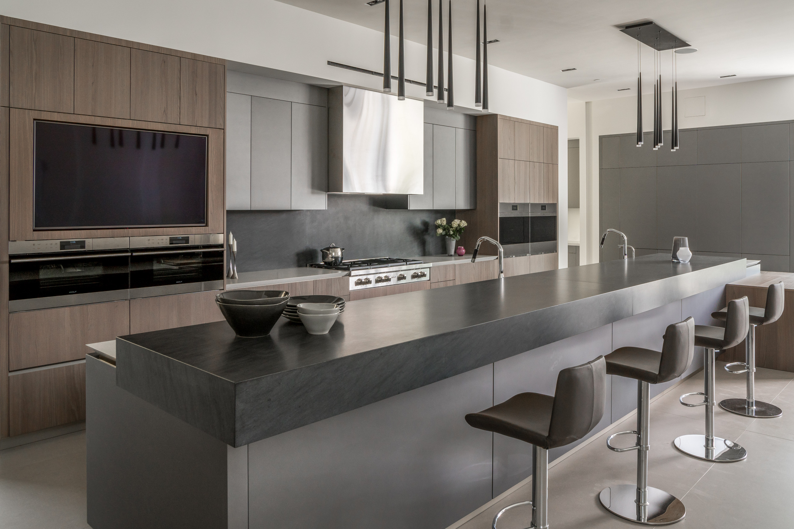 75 Beautiful Kitchen With Black Backsplash And Gray Countertops Pictures Ideas April 2021 Houzz