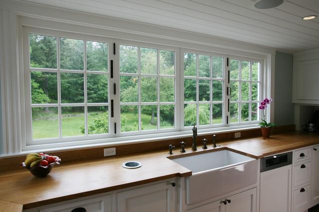 Bi-folding kitchen window (closed) farmhouse-kitchen