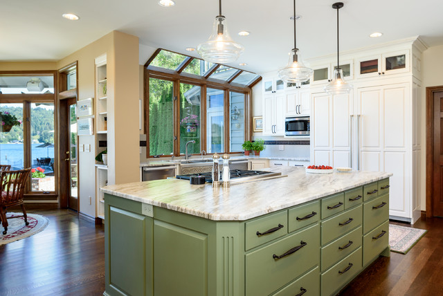 BIG AND BEAUTIFUL WHITE KITCHEN ON LAKE SAMMAMISH Traditional Kitchen