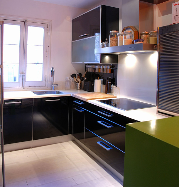 Black gloss kitchen. contemporary-kitchen