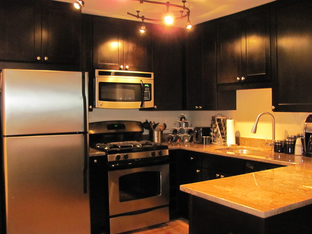 black kitchen cabinets | rockford door style | cliqstudios