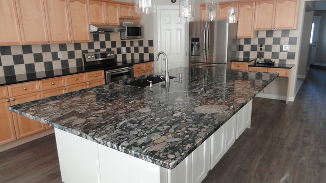 Black marinace granite island with black granite surround modern black marinace granite island with black granite surround modern kitchen workwithnaturefo