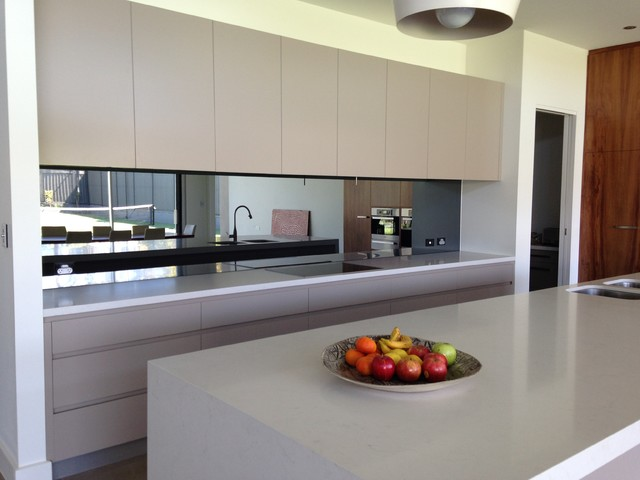 Black Mirror Splashback Contemporary Kitchen Adelaide