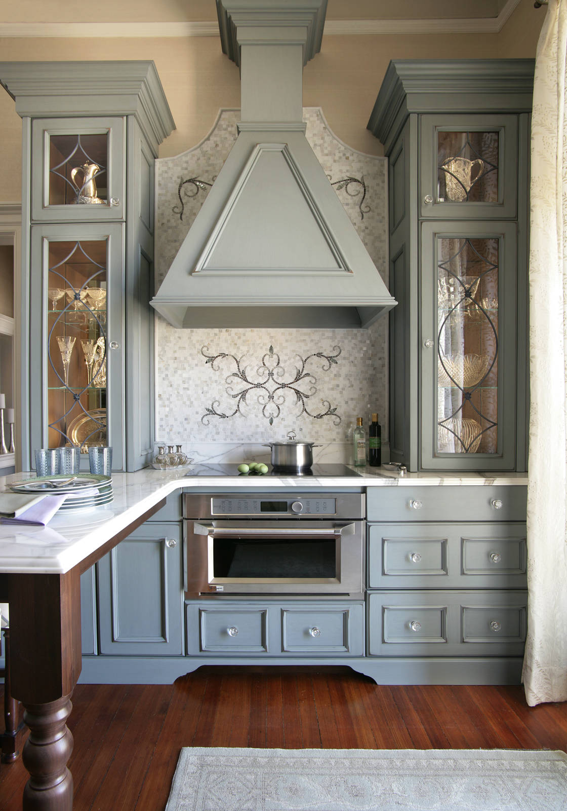 75 Beautiful Small Victorian Kitchen Pictures Ideas May 2021 Houzz