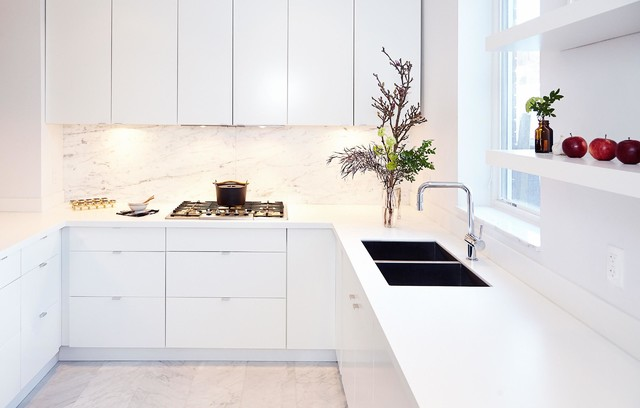 Example of a mid-sized minimalist u-shaped marble floor open concept kitchen design in Toronto with an undermount sink, flat-panel cabinets, white cabinets, solid surface countertops, gray backsplash, stone slab backsplash and stainless steel appliances