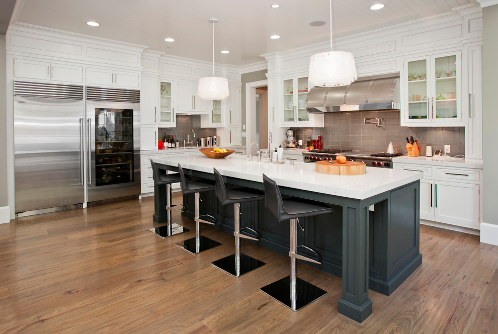 Trendy kitchen photo in Los Angeles with stainless steel appliances