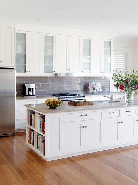 Bondi heritage house transitional kitchen sydney for Hamptons style kitchen splashback