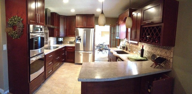 Bordeaux Shaker with Custom Granite Counter Tops traditional-kitchen