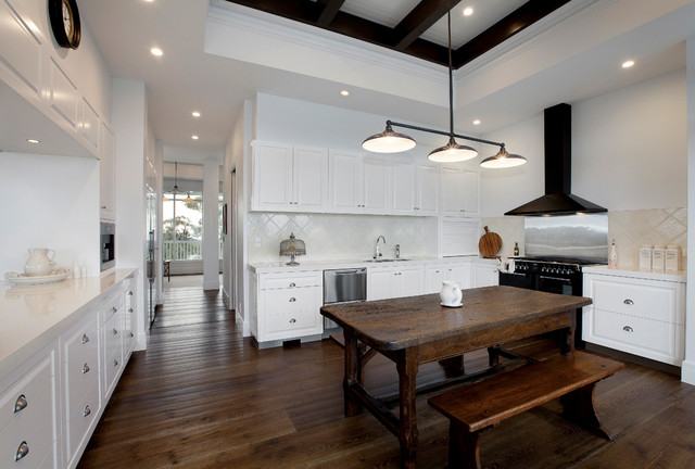 Inspiration For A Farmhouse U Shaped Dark Wood Floor Eat In Kitchen Remodel  In