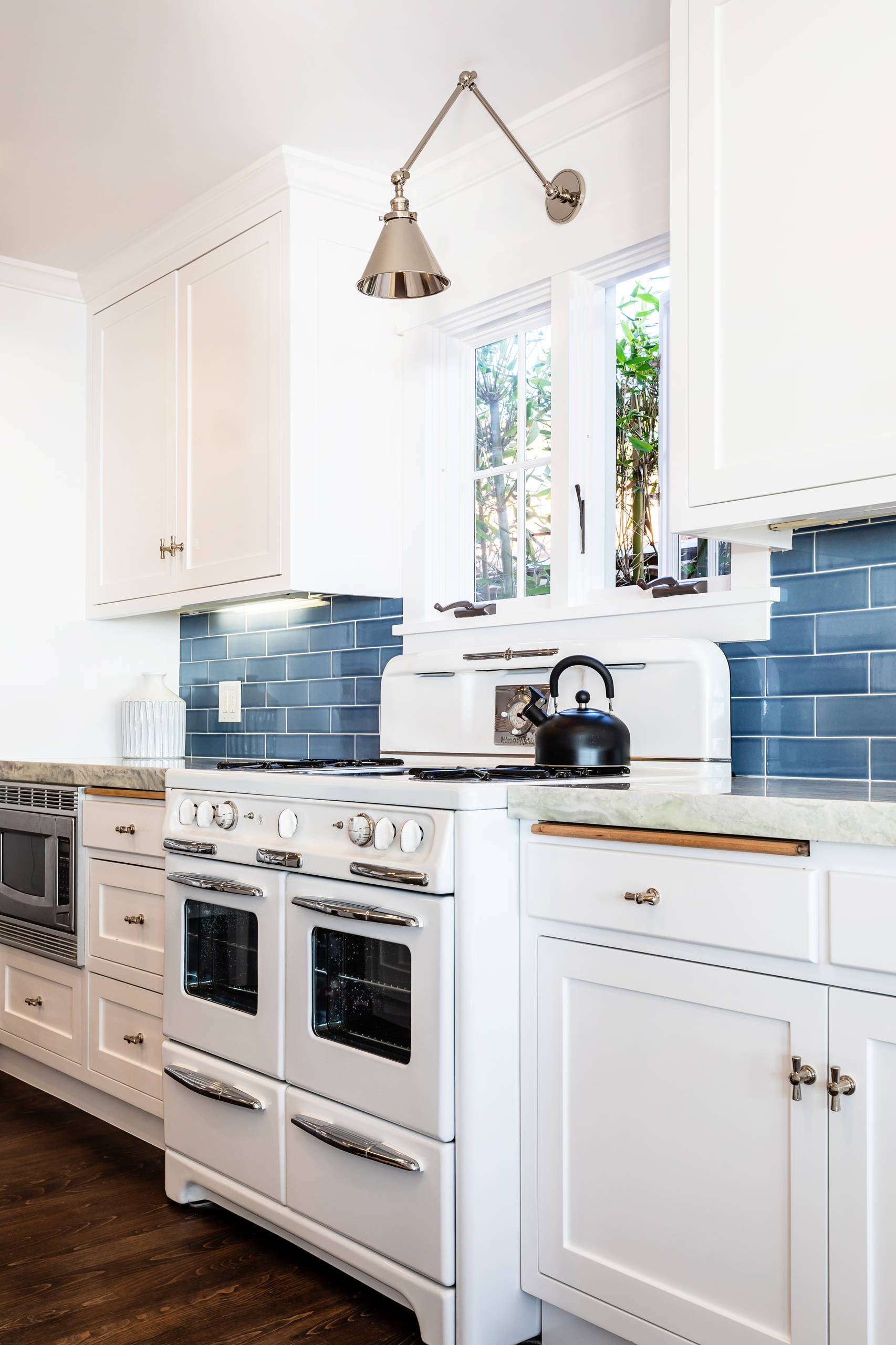 9 Beautiful Kitchen with White Appliances Pictures & Ideas   July ...