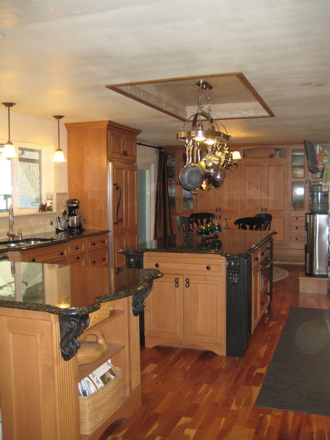 Bremerton 39 S Rocky Point Kitchen Traditional Kitchen Seattle By Wyland Interior Design Center