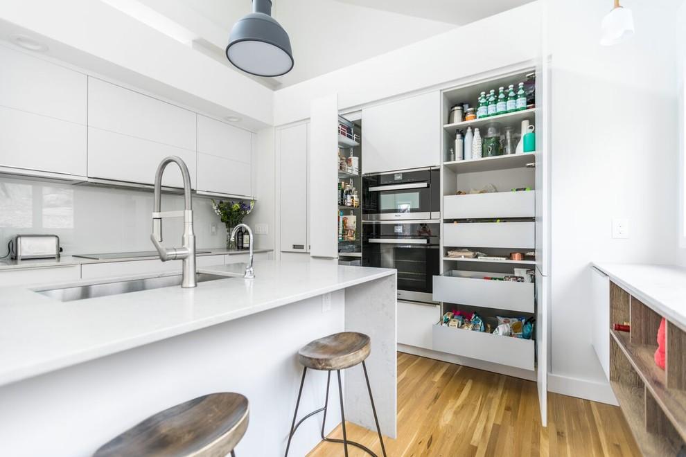 Minimalist kitchen photo in New York