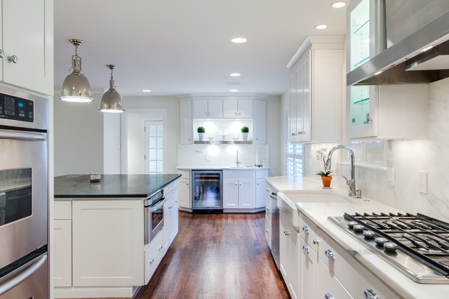 Bright And Modern Dallas Kitchen Featuring Wolf Classic Cabinets Modern Kitchen Dallas