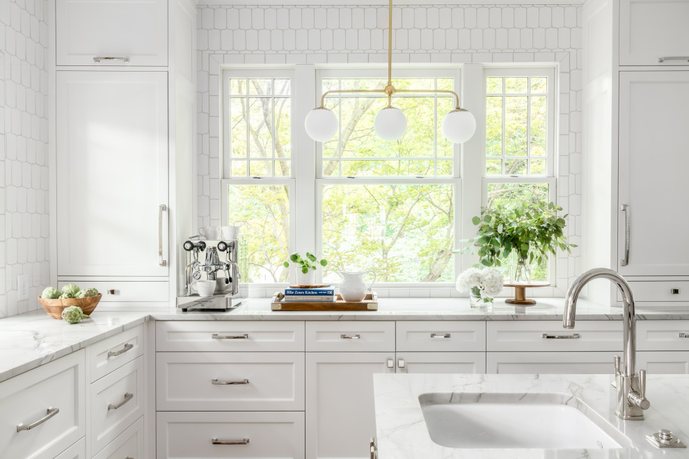 Inspiration for a large coastal l-shaped dark wood floor and brown floor eat-in kitchen remodel in Atlanta with an undermount sink, shaker cabinets, white cabinets, quartzite countertops, white backsplash, marble backsplash, paneled appliances, an island and white countertops