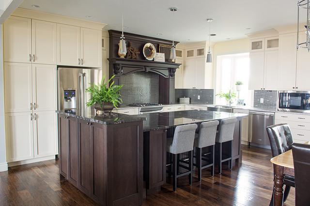 Bright Kitchen traditional-kitchen