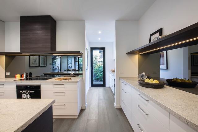 Brighton townhouse kitchen contemporary kitchen for Townhouse kitchen designs