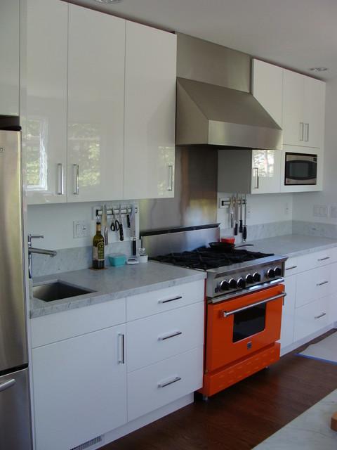 Brilliant Orange Range adds a pop of color modern-kitchen