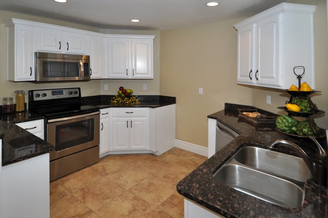 Brittany Circle, Highland traditional-kitchen